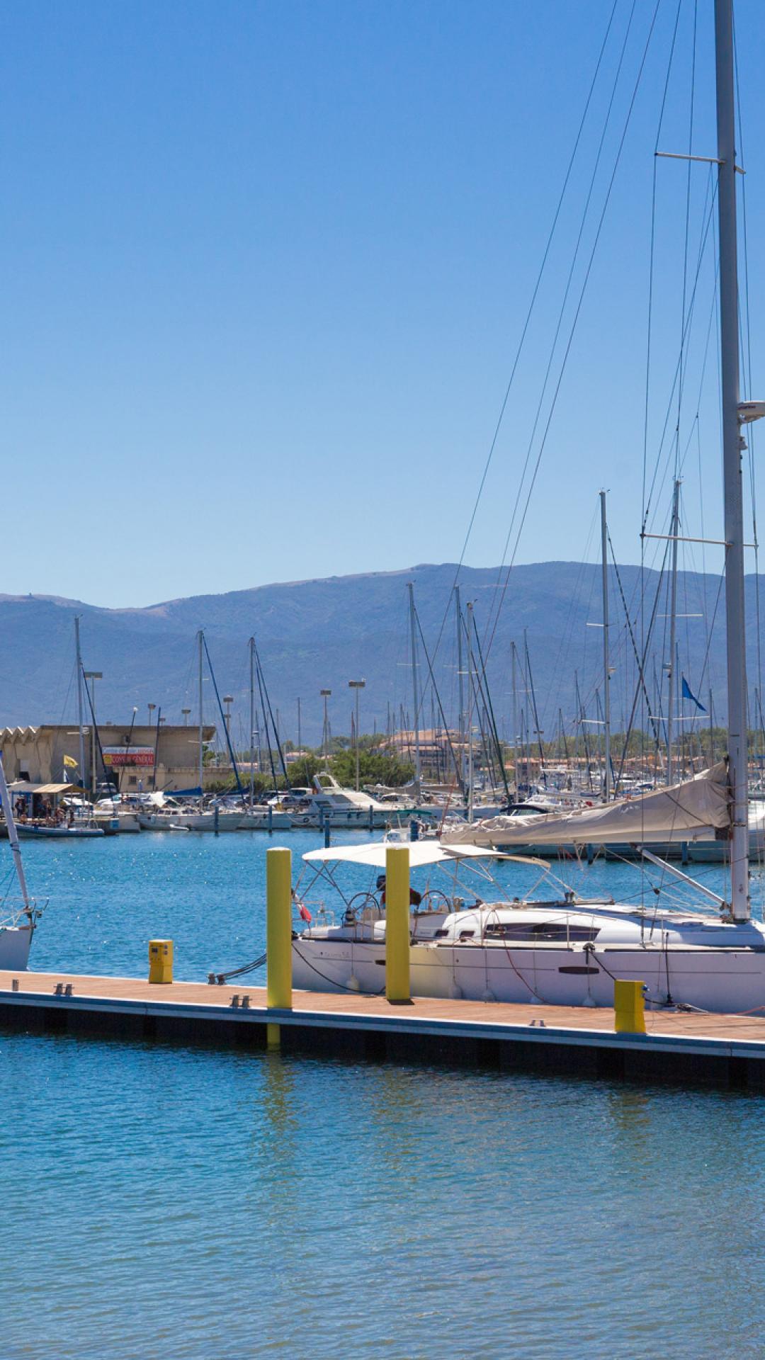 le port de cyprien office de tourisme de cyprien
